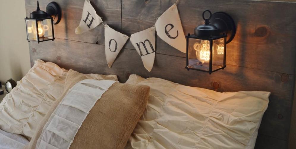 Интересные способы, как защитить обои от истирания возле кровати