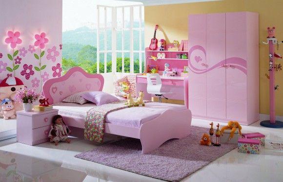 Кровать для девочки в розовом
