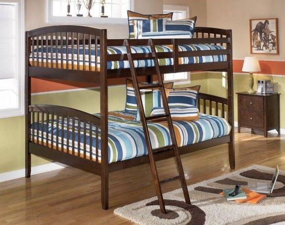 Деревянная двухъярусная детская кровать