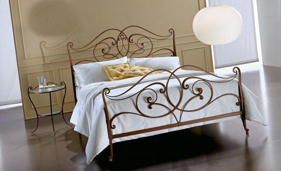 Двуспальная кованная кровать