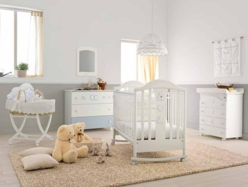 Удобная кроватка на колесиках