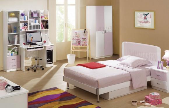 Кровать для девочек в розовом
