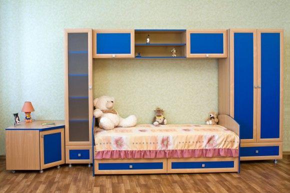Синяя кровать для подростка