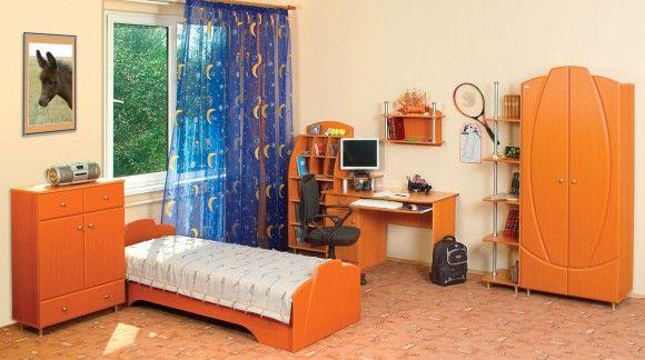 Оранжевая кровать для подростка