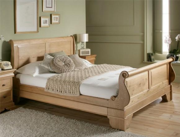 Кровать с оригинальной спинкой