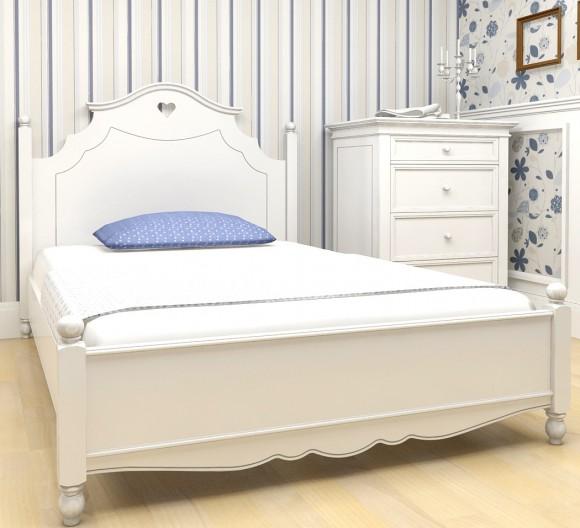 Кровать в белом интерьере