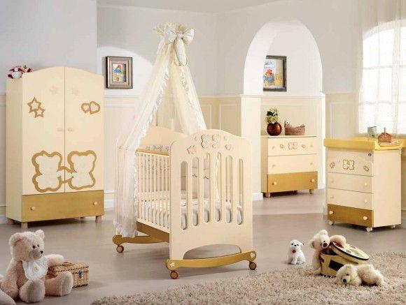 Кроватка для новорождённых с колёсиками