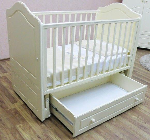 Белая кроватка для новорждённых