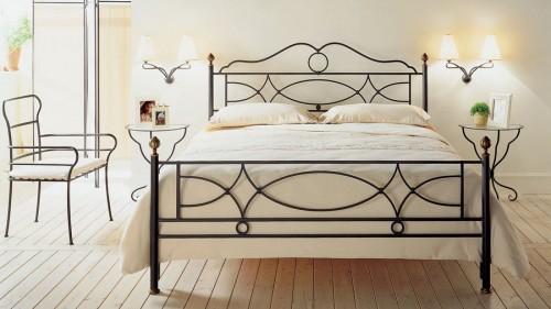 Железная кровать для двоих