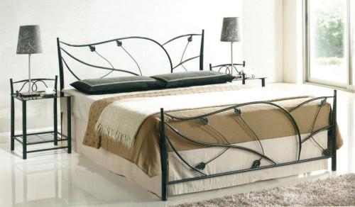 Красивая кровать из метала