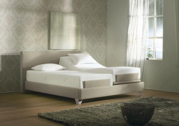 Два разных матраса на кровати