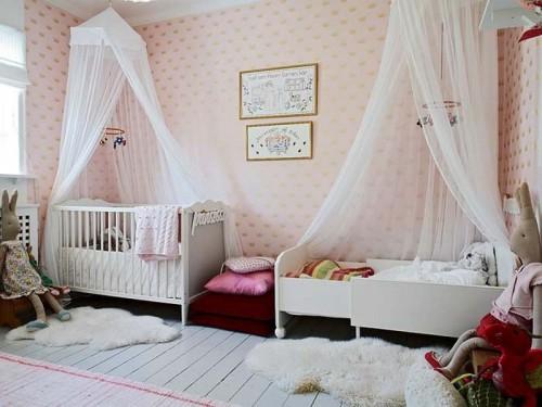Светлый балдахин для детской кроватки