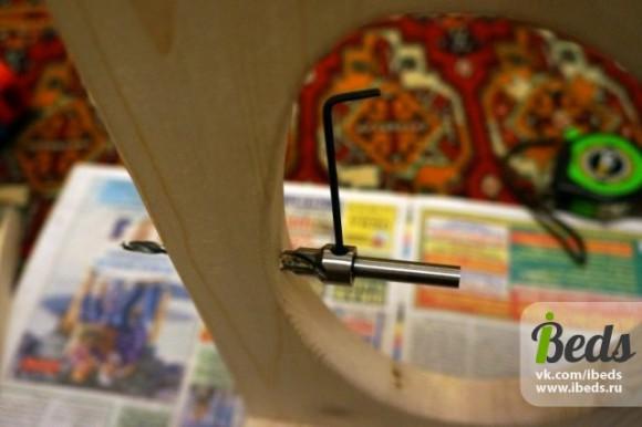 Вручную делаем дырки изнутри окошка