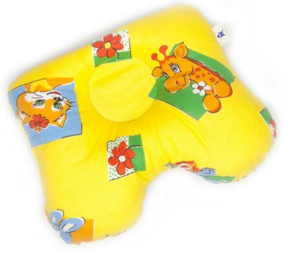 Желтая подушка для новорожденного