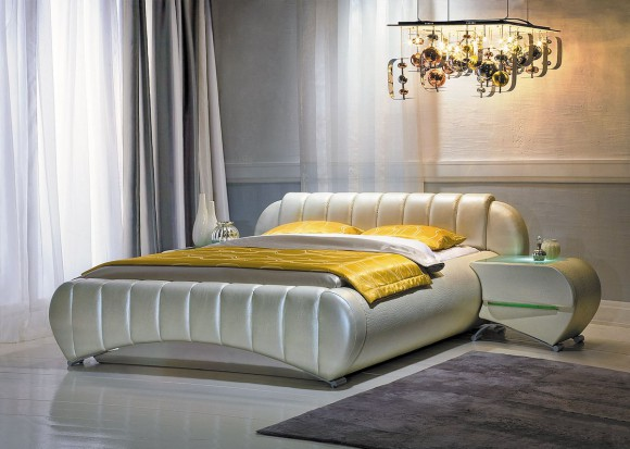 Белая кожаная кровать