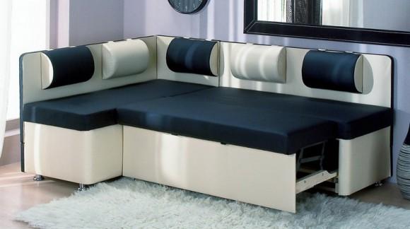Угловой небольшой диванчик