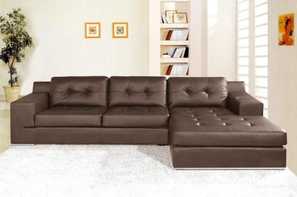 Коричнеый диван