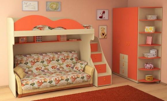 Яркая кровать чердак