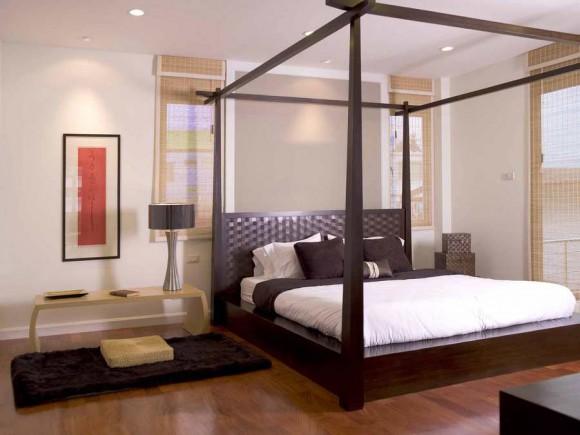 Просторная и красивая спальня