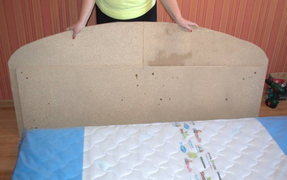 Тыльная сторона спинки кровати