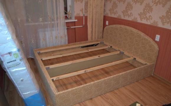Каркас кровати, спинка и каркас матраса в сборке