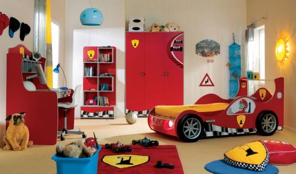 Кровать-машина для мальчика в спальне