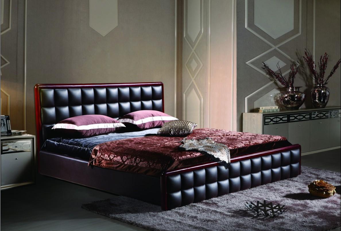Кровать из черной кожи