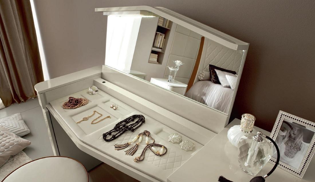 Столик для спальни