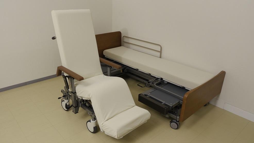 С встроенным креслом