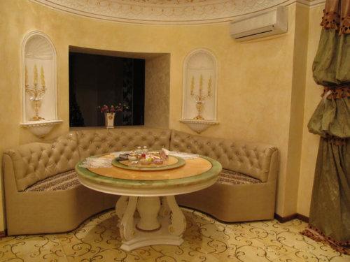 Красивая мебель для просторной кухни